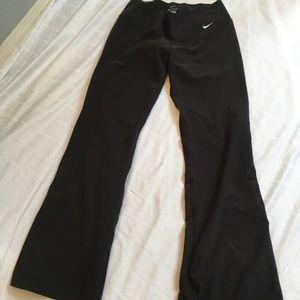 Women's NIKE Flare leg, Yoga pants. Black  size M